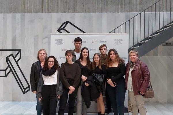 """Dues alumnes de l'IES Vicent Andrés Estellés, guanyadores del concurs de vídeos """"De major vull ser com…"""""""