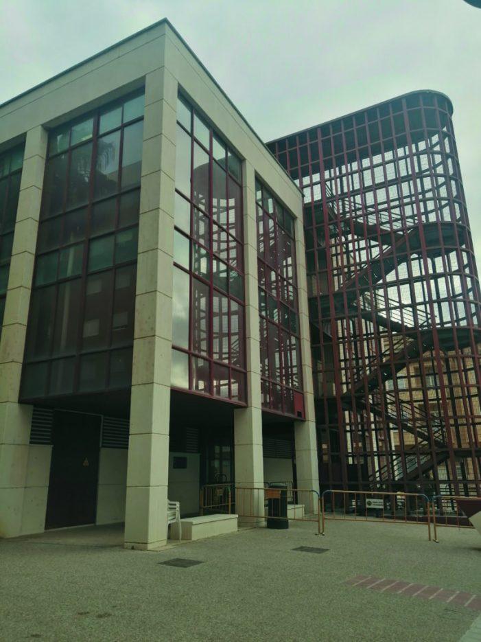 L'escala d'emergència del Centre de Salut d'Almussafes, objecte de reparació