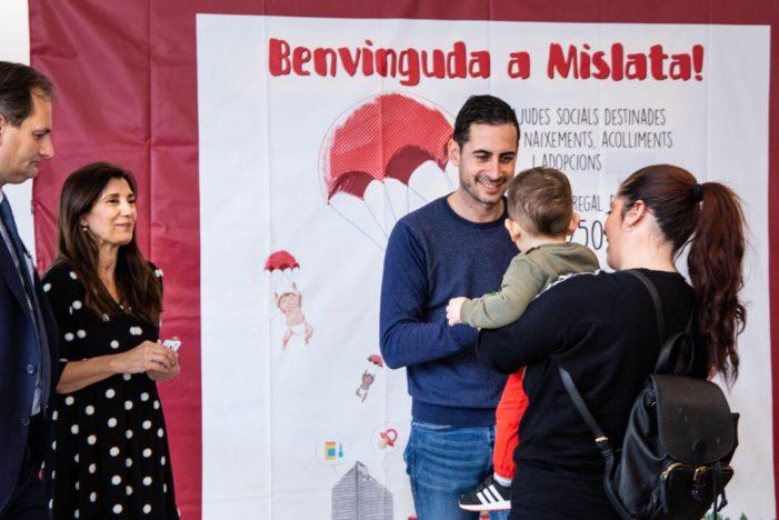 Mislata lliurament les seues targetes de benvinguda a més de cinquanta famílies