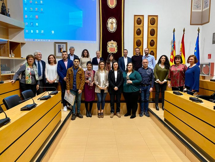 Andrea Santiago Portillo recull amb el premi per a joves investigadors de la Ribera