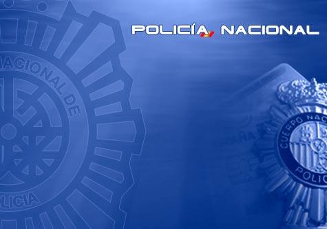 La Policia Nacional sorprén un home que colpejava a una dona al carrer