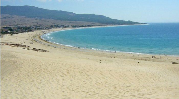 El Ministeri de Sanitat recomana extremar les mesures de distanciament social i la higiene a les platges