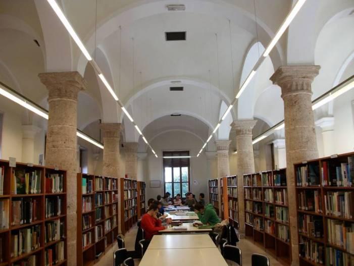 Les biblioteques de la Generalitat van registrar ahir una afluència d'usuraris moderada i constant