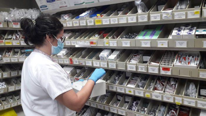 L'Hospital d'Alzira evita el desplaçament a 440 pacients amb l'enviament de la medicació als seus domicilis