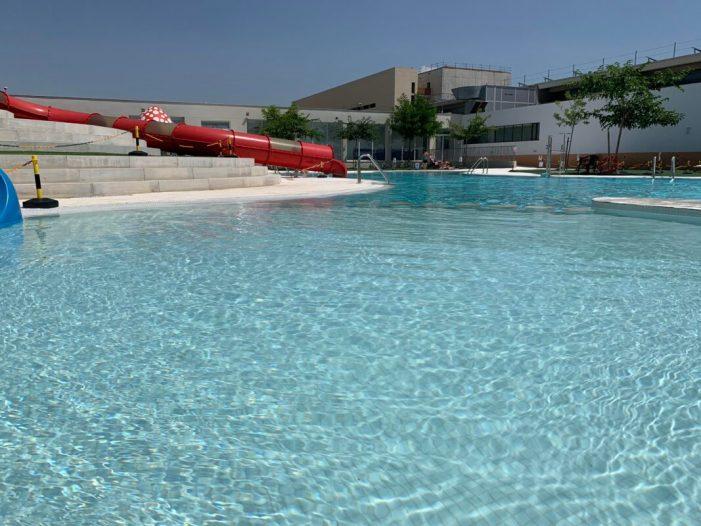 Alberic tanca la seua piscina d'estiu després de defecar involuntàriament un xiquet