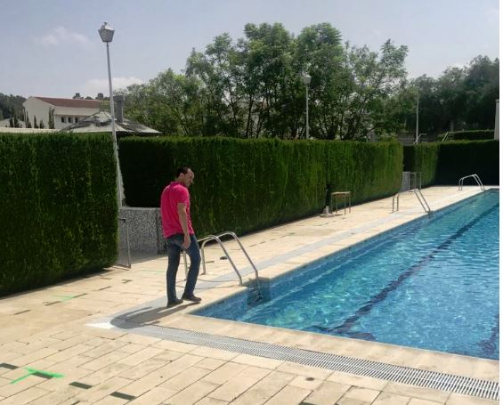 Gavarda comprovarà la temperatura corporal per a permetre l'entrada en la piscina d'estiu