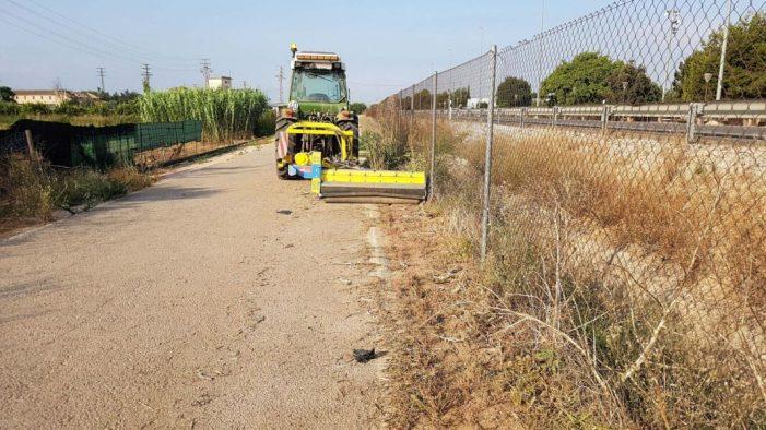 Alaquàs realitza treballs de desbrossament en els camins i parcel·les públiques de la zona conegud com Horta històrica