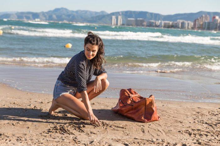 Iris Lezcano posa cara a la campanya de promoció turística de Cullera