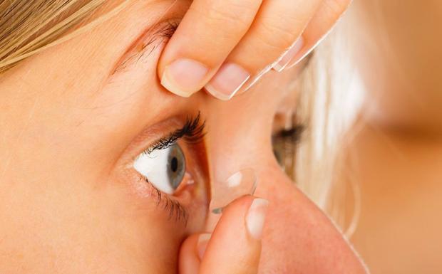 El CGCOO recomana als 3 milions d'espanyols que usen lents de contacte extremar les mesures d'higiene enfront de la COVID-19
