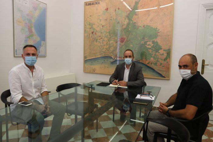 El diputat de Desenvolupament Rural, Ramiro Rivera, es reunix amb l'alcalde de L'Ènova, Tomás Giner