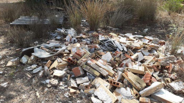 Els abocaments incontrolats de residus inunden el terme municipal de Paterna