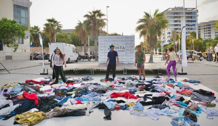 Fotografia i dansa a Alboraia per a denunciar els efectes de la indústria de la moda en el planeta