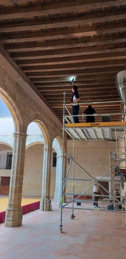 Alaquàs  realitza diversos treballs de conservació i reparació en els artesonats i en les cobertes del Castell d'Alaquàs