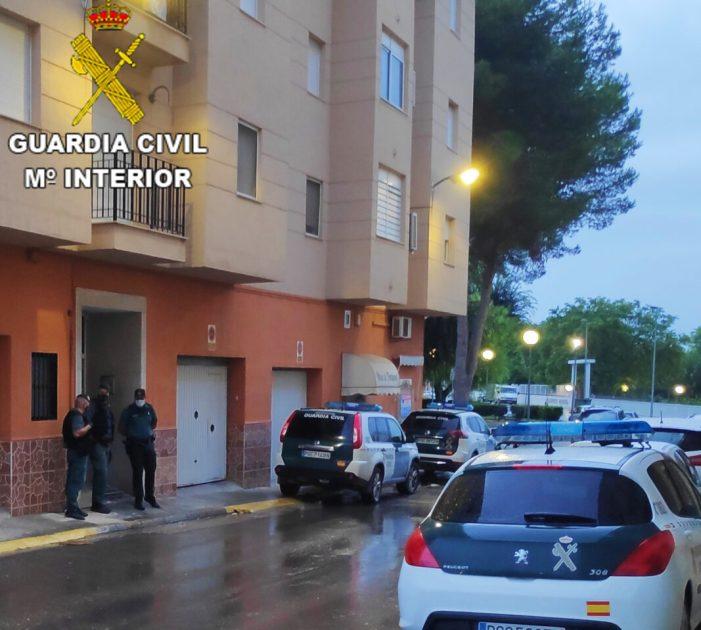 La Guàrdia Civil procedeix contra quatre persones implicades en més de 19 delictes entre robatoris, tràfic de drogues i falsificació documental a la comarca de la Ribera Alta