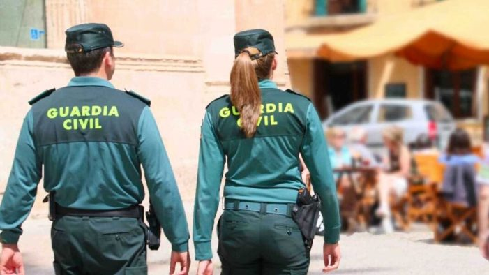 La Guàrdia Civil deté a dos persones per un delicte d'encobriment de mòbils sostrets a Alfafar