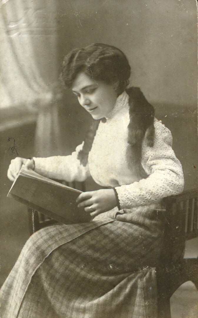 L'exposició 'Dones del llibre' de la Biblioteca Valenciana realça l'aportació femenina al món del llibre valencià