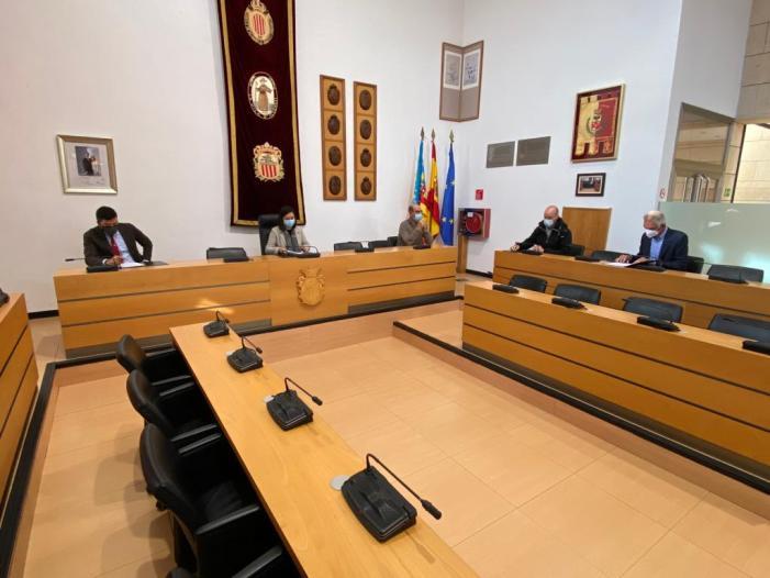 L'Ajuntament signa un conveni amb Copal i Machí per a canalitzar ajudes a cura de fruiters joves