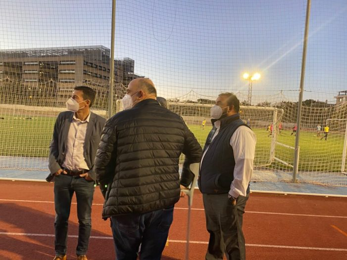 El camp de futbol del Poliesportiu Municipal de Burjassot ja compta amb el nou enllumenat