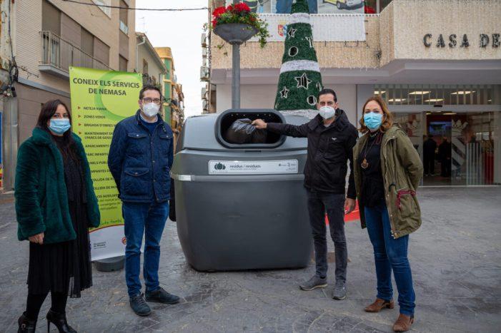 """L'Ajuntament de Mislata readapta els seus contenidors amb tapes """"sense contacte"""""""