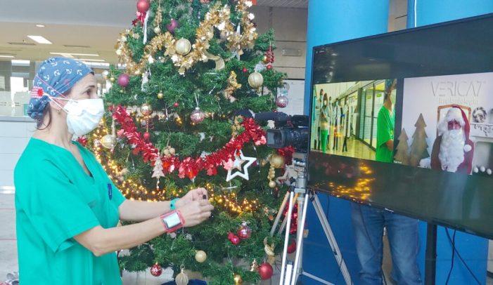 Papà Noel felicita per videoconferència a pacients i treballadors de l'Hospital d'Alzira