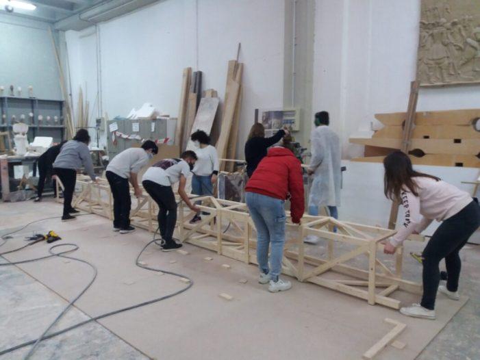 El divendres 18, el Gremi Artesà d'Artistes Fallers de València celebrarà la seua Festa del Pi de Nadal