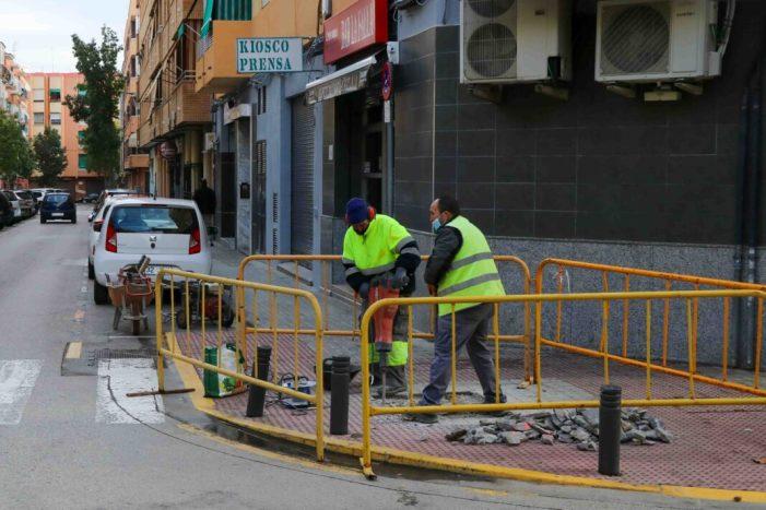 En marxa les obres de millora del carrer Federico Maicas a Torrent