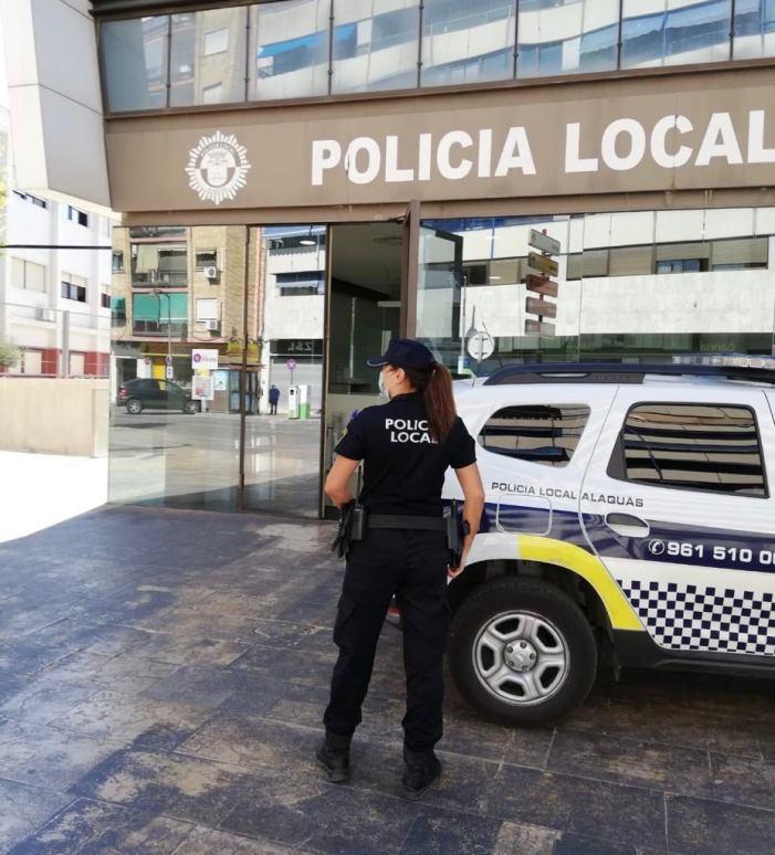 La PoliciaLocal d'Alaquàs va desallotjar el passat divendres 22 de gener una festa d'aniversari en l'Albereda Sud en la que estaven participant un total de 14 joves