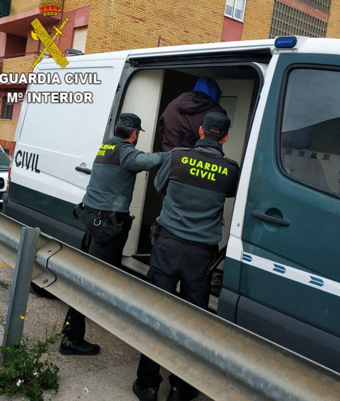 La Guàrdia Civil desmantella un punt de venda de droga al detall en la localitat de Silla