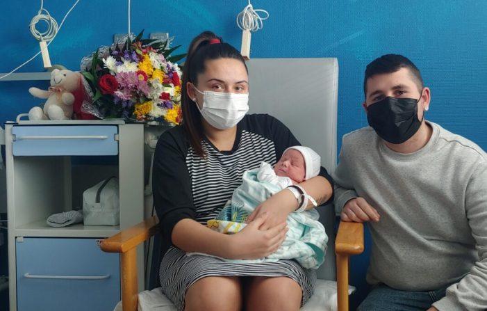 Un bebé de Benimodo, el primer a nàixer a l'Hospital de la Ribera en 2021