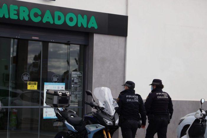 La Policia de Cullera vigila el compliment de les normes sociosanitàries en grans superfícies