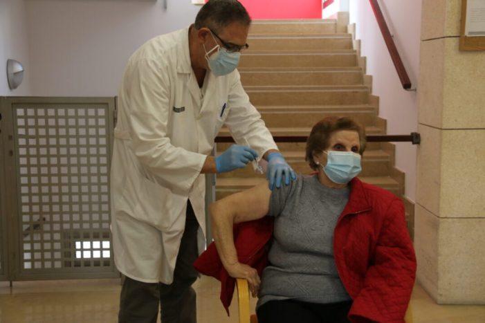 El Centre de Dia de l'Alcúdia rep la primera dosi de la vacuna contra la Covid