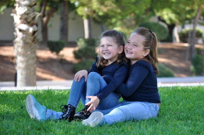 Albal visibilitza el Dia Internacional de l'Implant Coclear a través del cas de dues germanes, de 8 i 4 anys, amb discapacitat auditiva