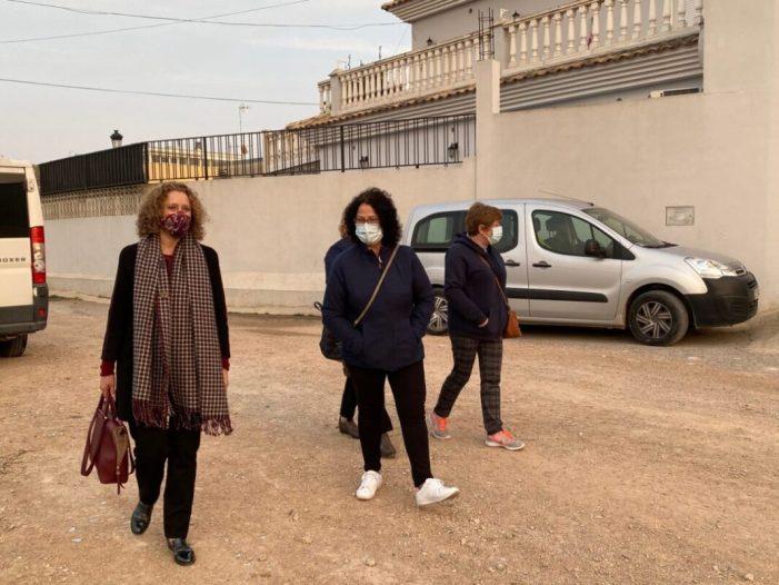 Els populars de Torrent reclamen l'adequació dels carrers al costat del barranc després de reunir-se amb l'AVV 'Los Caracoles'