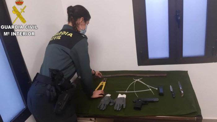 La Guàrdia Civil deté a dos  persones  per un presumpte delicte de robatori amb violència en la localitat d'Albalat de la Ribera