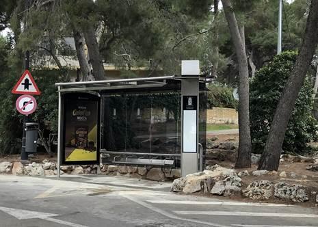 L'Ajuntament reubica la marquesina de bus situada enfront de la farmàcia El Vedat de Torrent