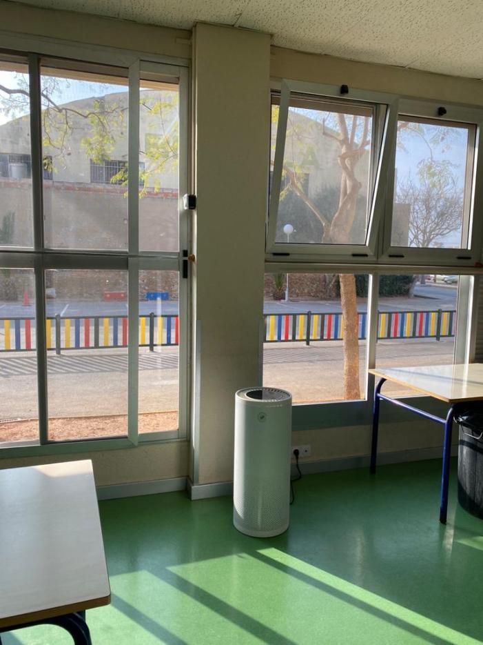 L'ajuntament de Benifaió reparteix purificadors d'aire als centres educatius