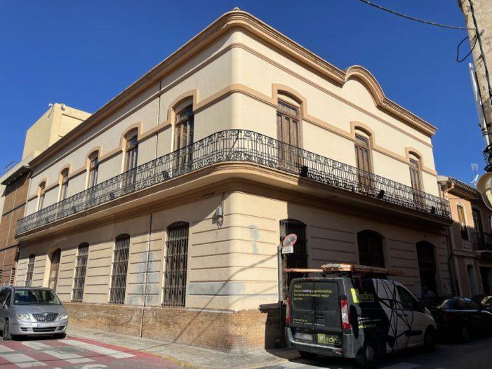 L'Ajuntament d'Alfara del Patriarca  continua les obres de restauració del Teatret