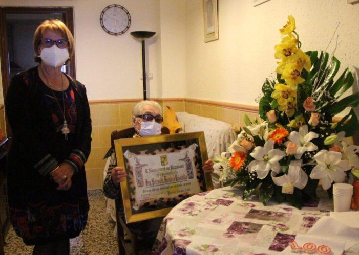 La veïna de Picassent Petronila Figueres Chinchilla complix cent anys de vida