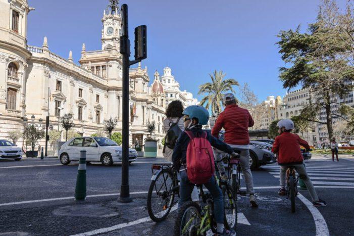 El segon informe de l'Agència de la bici reflectix un increment de l'ús d'este vehícle entre les dones de 25 a 55 anys