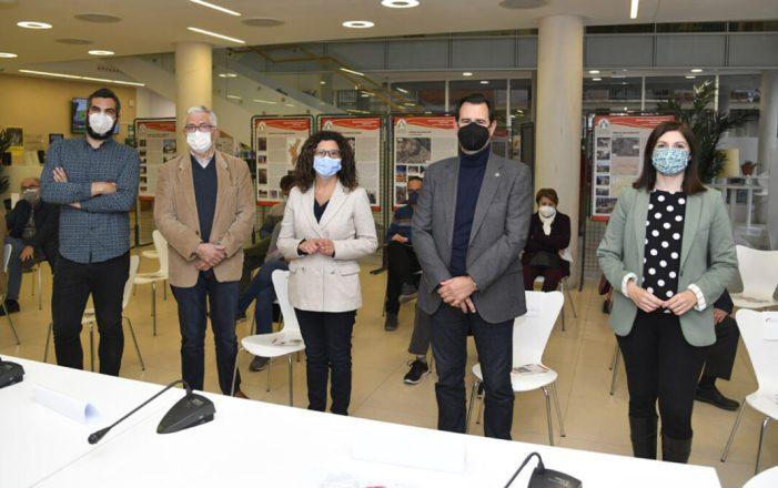La Universitat inaugura l'exposició sobre memòria democràtica i patrimoni a Paiporta