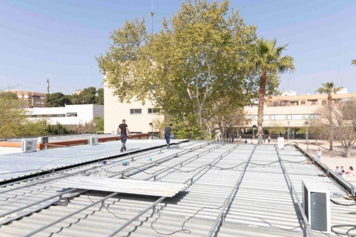 Nova sobrecoberta a les aules prefabricades del CEIP Príncep d'Espanya DE Picassent per evitar goteres