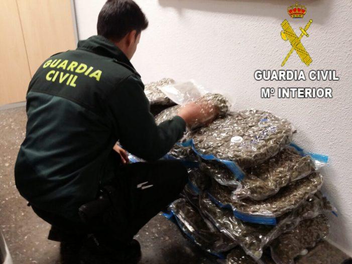 La Guàrdia Civil de València deté a una dona que viatjava en el seu vehicle amb més de 30 Kg. de suposada marihuana