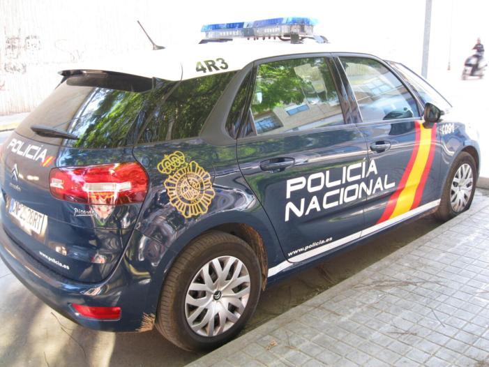 La Policia Nacional deté a un home després de causar danys en 18 vehicles