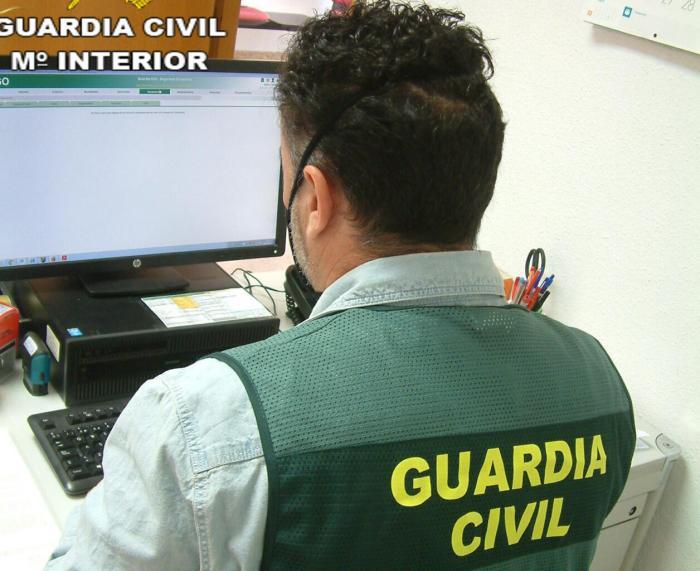 La Guàrdia Civil procedeix contra tres persones a València per la falsificació d'informes PCR per a eixir del territori nacional