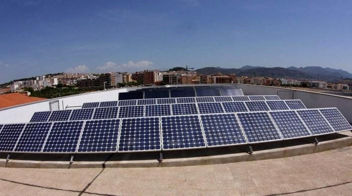 València promourà instal·lacions solars fotovoltaiques en les teulades per proveir d'energia renovable a famílies