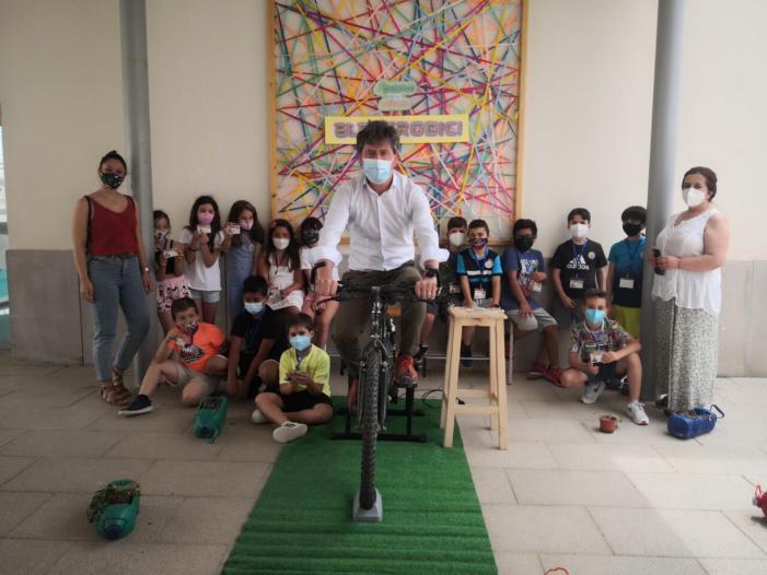 El col·legi Cervantes d'Alcàntera de Xúquer tanca el curs pedalant cap a un futur sostenible