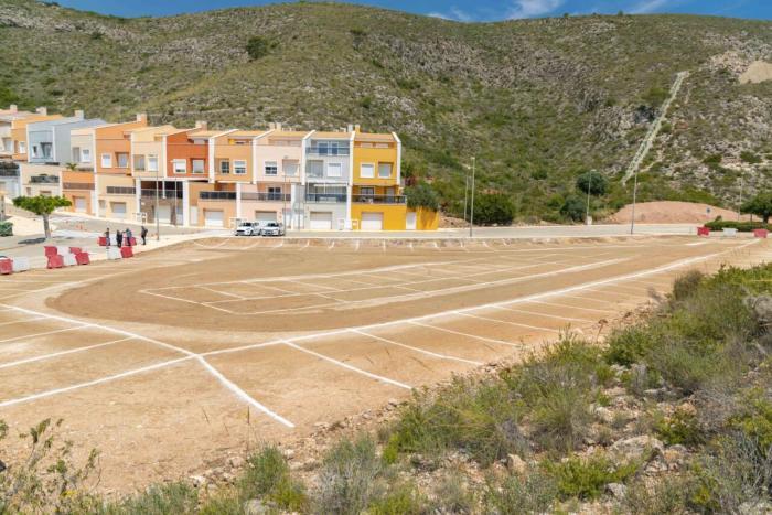 Més de 2.000 places addicionals d'aparcament estival a Cullera