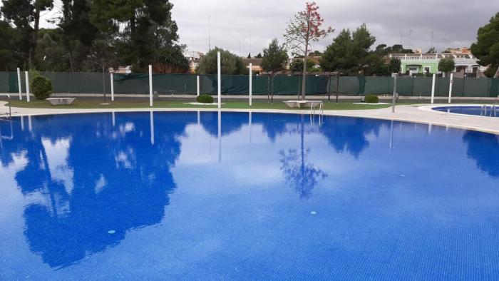 Godella continua treballant per a obrir la piscina d'estiu a finals de juny