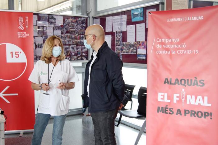 Un total de 750 veïnes i veïns es vacunen diàriament al Centre Social Benàger d'Alaquàs