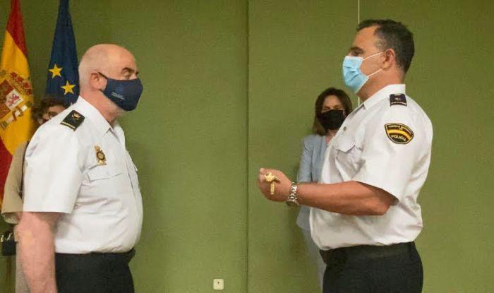 Lliurament del bastó de comandament a l'inspector cap de la Comissaria de la Policia Nacional de Quart de Poblet-Manises